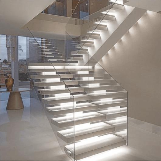 fita-de-led-na-escada-1