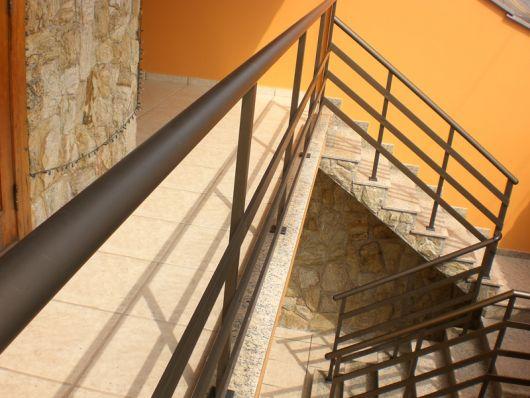 guarda-corpo-de-aluminio-bronze-escada-1