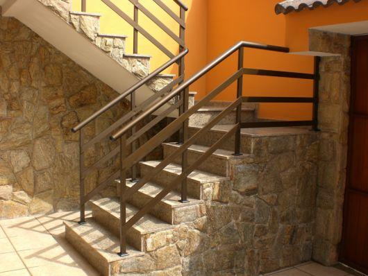 guarda-corpo-de-aluminio-bronze-escada-3