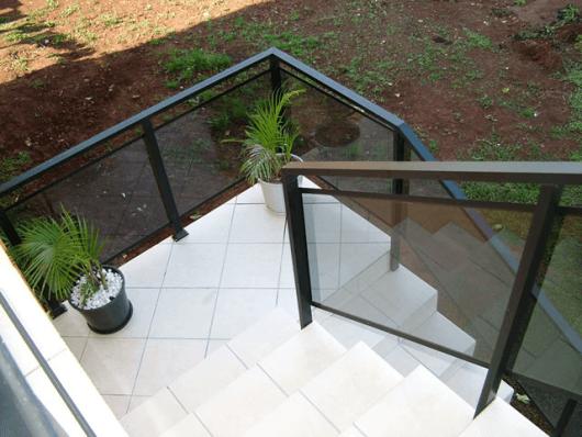 guarda-corpo-de-aluminio-bronze-escada-4