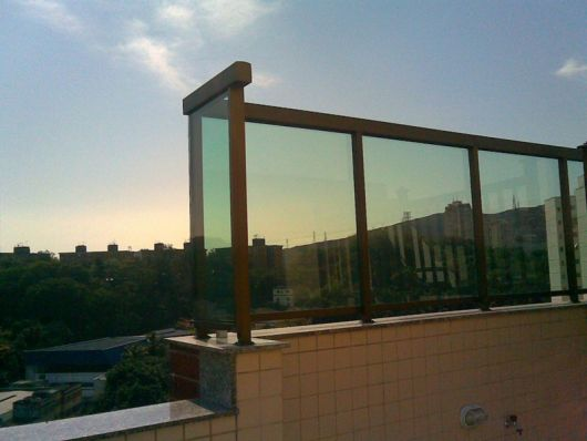 guarda-corpo-de-aluminio-bronze-sacada