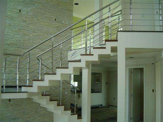 guarda-corpo-de-aluminio-quadrado-na-escada-1
