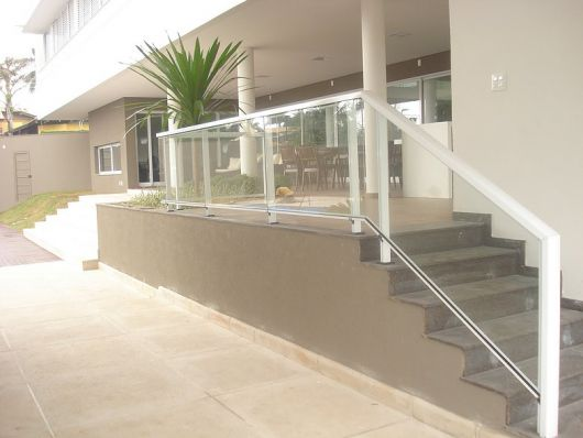 guarda-corpo-de-aluminio-quadrado-na-escada