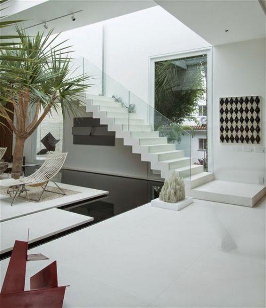 escada branca