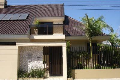 fachada de casa com sacada