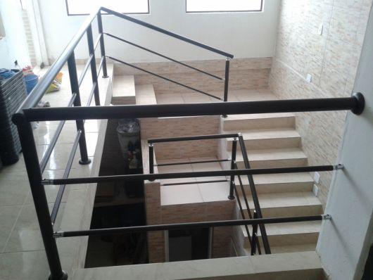 guarda-corpo-preto-para-escada