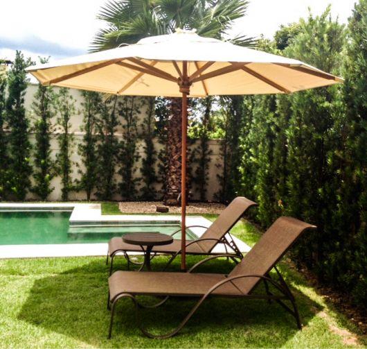 moveis-para-piscina-ombrelone-ideias