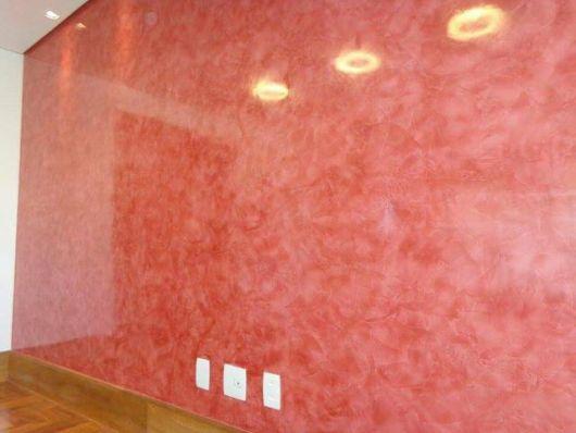 parede marmorizada vermelha