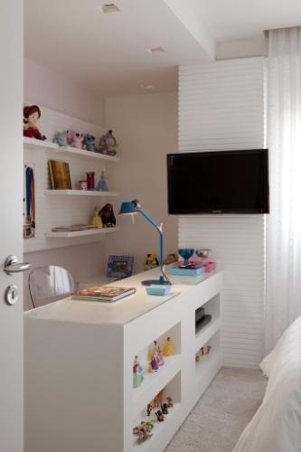painel-de-tv-quarto-feminino-com-escrivaninha-2