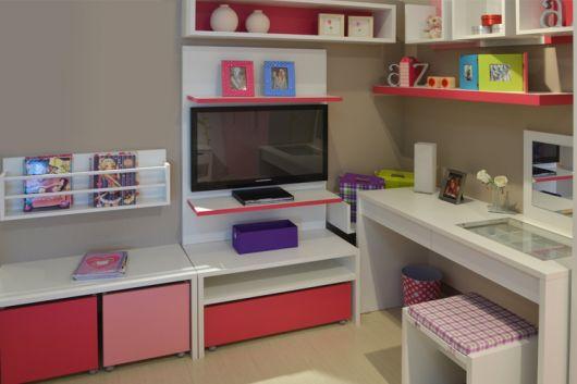 painel-de-tv-quarto-feminino