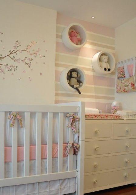 papel de parede de listras quarto de bebê