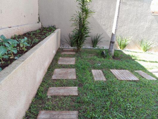pisantes-para-jardim-feitos-de-madeira