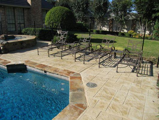 piscina-com-concreto-estampado