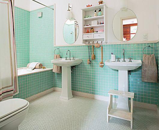 piso-branco-banheiro-pastilhas-2