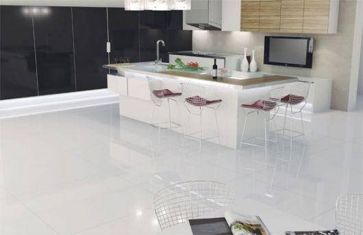 piso-branco-cozinha-polido