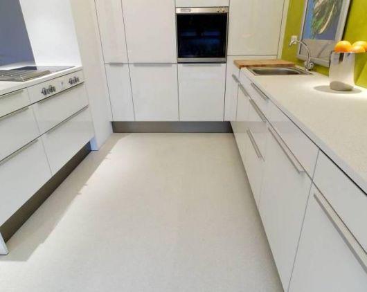 piso-branco-cozinha-resina