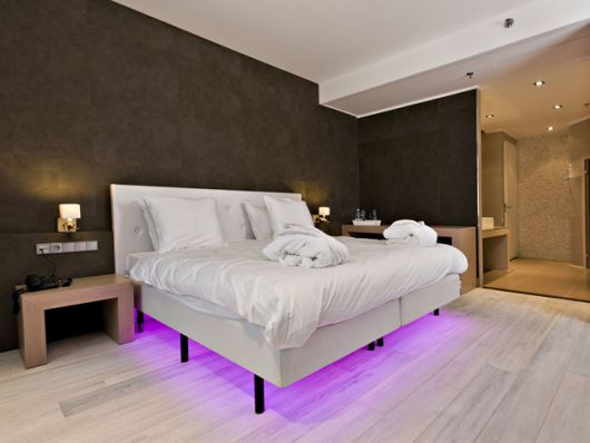 piso-branco-de-madeira-no-quarto