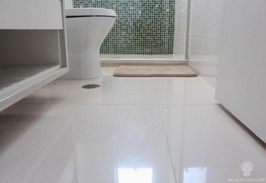 piso-branco-porcelanato-banheiro