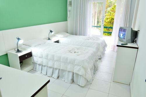 piso-branco-porcelanato-quarto