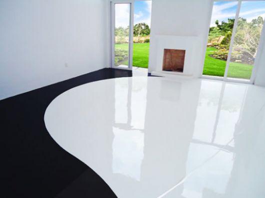 piso-branco-quarto-com-porcelanato-liquido