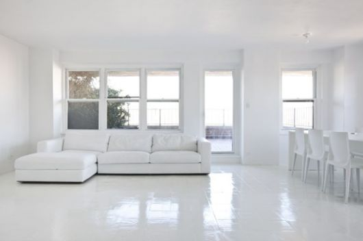 Piso branco vantagens desvantagens e 50 fotos de ambientes for Pisos de porcelanato para sala