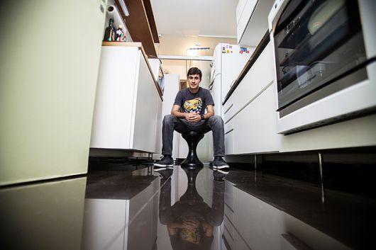 piso-preto-cozinha-de-porcelanato