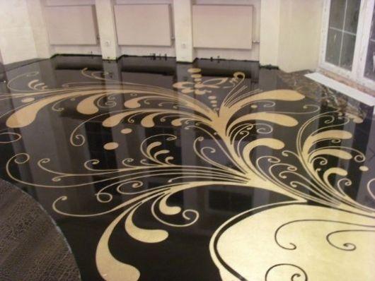 piso-preto-resina-epoxi-decorado