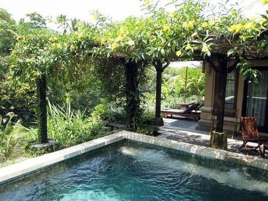 piscina com pergolado