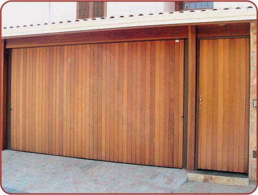 portao-de-madeira-basculante-1