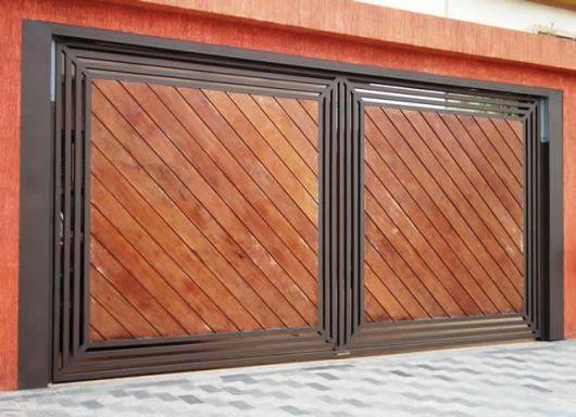 portao-de-madeira-com-basculante