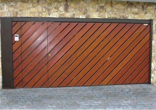 portao-de-madeira-com-porta-pedestre