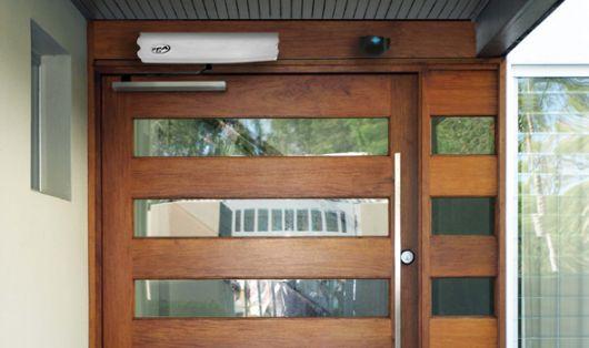portao-de-madeira-com-vidro-1