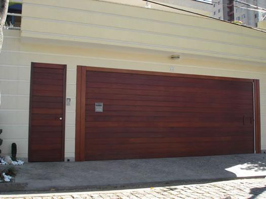 portao-de-madeira-e-porta-pedestre