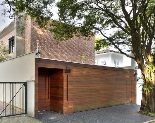 portao-de-madeira-porta-pedestre