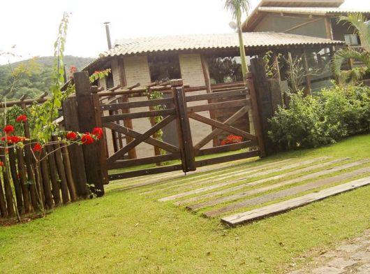 portao-de-madeira-rustico-1