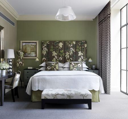 quarto-verde-musgo-mulher