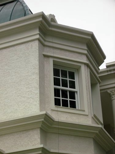 fachada com moldura de isopor