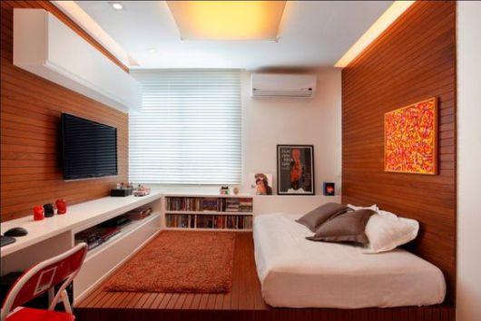 quarto masculino com TV