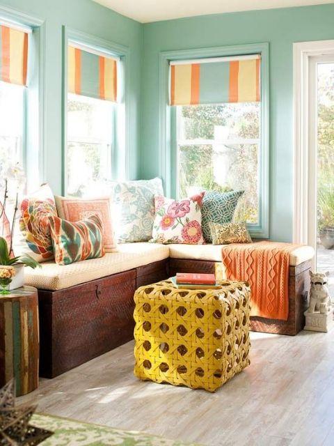 como-organizar-uma-sala-pequena-bau-sofa