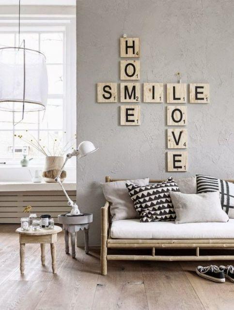 como-organizar-uma-sala-pequena-paredes-claras-e-moveis-claros
