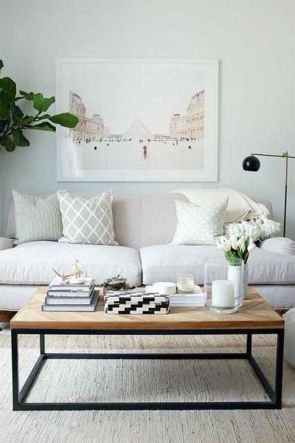 como-organizar-uma-sala-pequena-paredes-claras