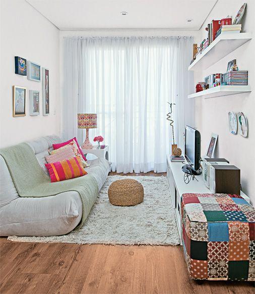 como-organizar-uma-sala-pequena-sofa-sem-braco