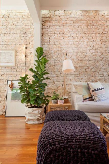 sala com parede de tijolinho