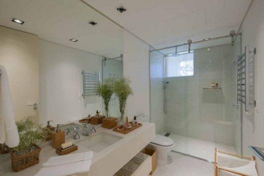 Box de Vidro para Banheiro Vantagens, modelos, preço e + de 40 fotos! -> Banheiro Pequeno Com Espelho Ate O Teto