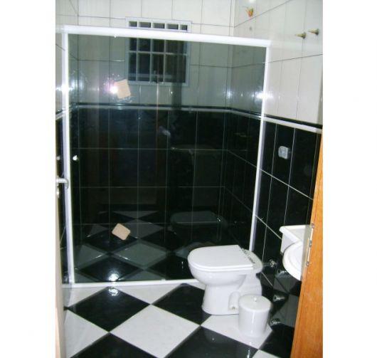 Box de Vidro para Banheiro Vantagens, modelos, preço e + de 40 fotos! -> Pia De Banheiro De Vidro Fume