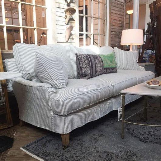 sofá de listras