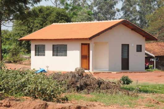 Casas na ro a rurais 40 projetos simples lindos e for Fotos de casas modernas simples