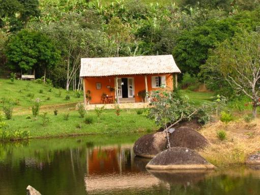 Casas na ro a rurais 40 projetos simples lindos e for Modelos de water roca