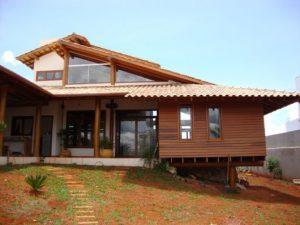 casas no lago estilo madeira