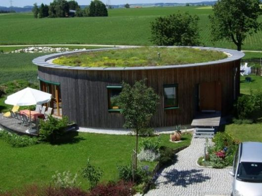 Casas redondas plantas e mais de 40 projetos impressionantes for Construccion de casas bioclimaticas